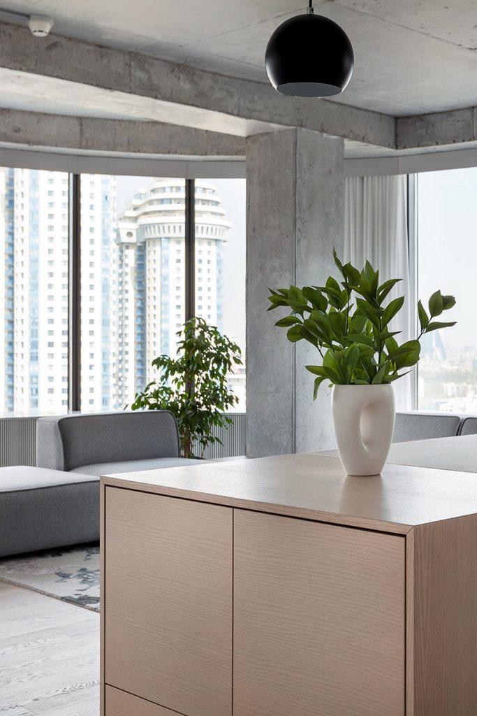 ПРОСТО ЛОФТ: видовая квартира с бетонными стенами и потолком