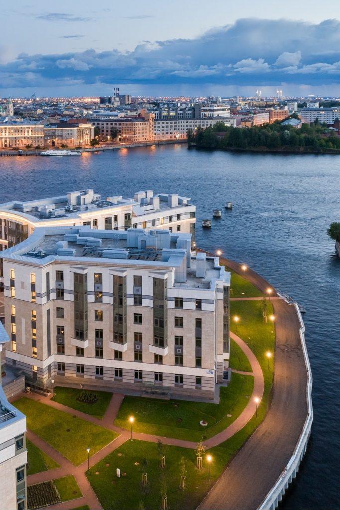 С собственной бухтой и с видом на центр города: апартаменты «Royal Park»