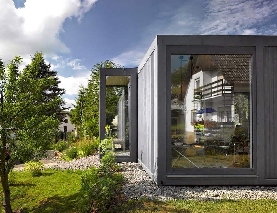 Современный дачный дом-конструктор из контейнеров