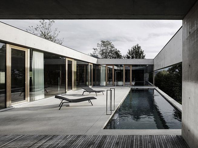 Бетон, стекло и дерево: футуристичный дом в Австрии