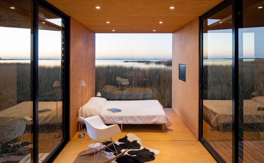 Современный дачный домик площадью всего 27 метров