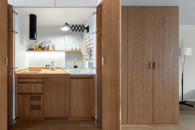 Московская квартира студия-трансформер с кухней в шкафу