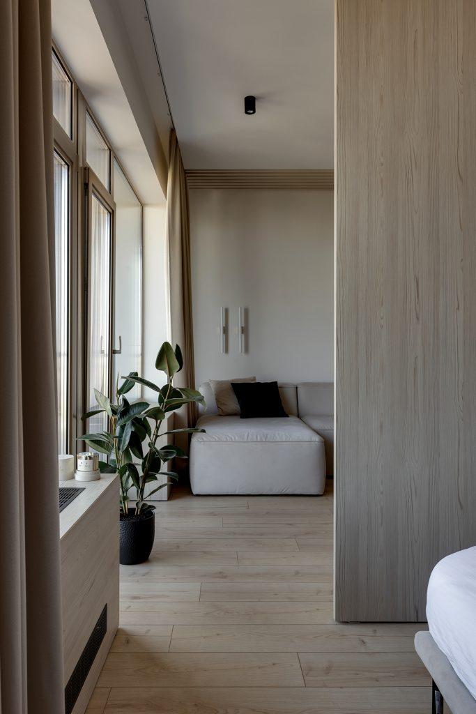 Бежевый интерьер однокомнатной квартиры, который никто не назовет старомодным