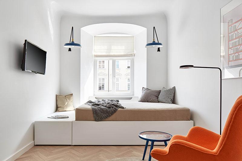 Стильный интерьер типовой студии площадью 27 кв м в стиле минимализм