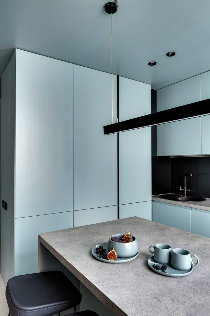 Голубой интерьер квартиры с одной спальней, в который сложно не влюбиться