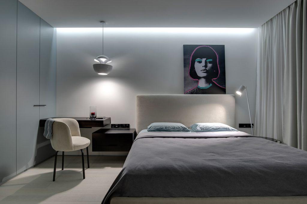 Эффектный интерьер в стиле минимализм с массой трендовых приемов от бюро Sobo Studio.