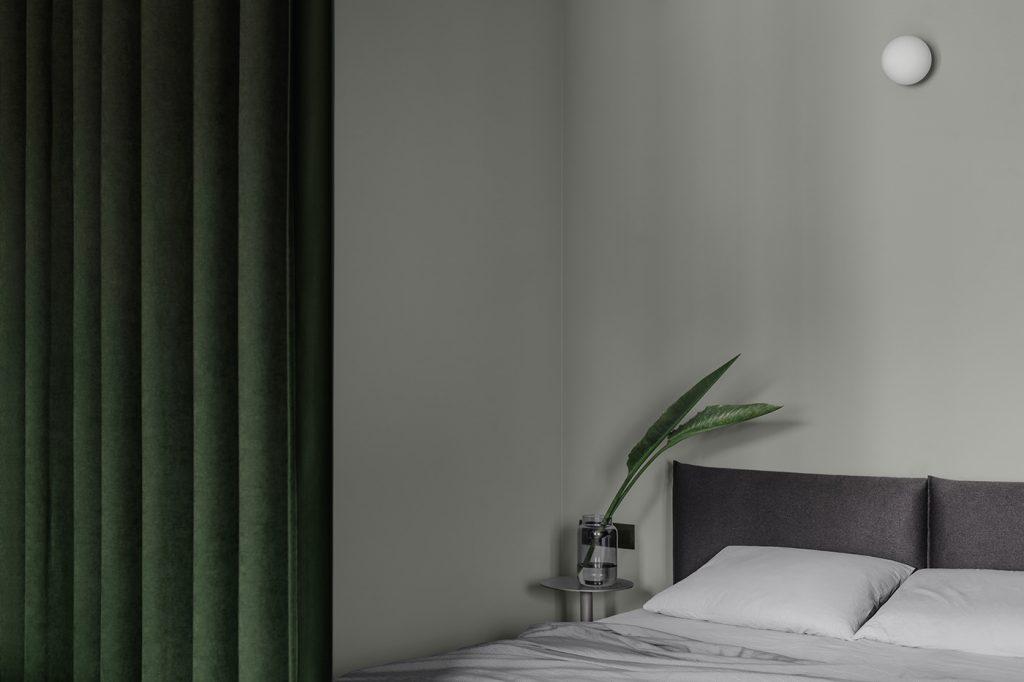 Радикальный минимализм: стильный интерьер однушки в шалфейно-зеленой палитре