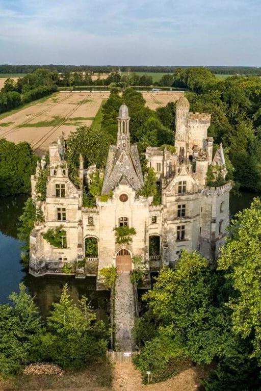 Интернет-пользователи приобрели замок 13 века
