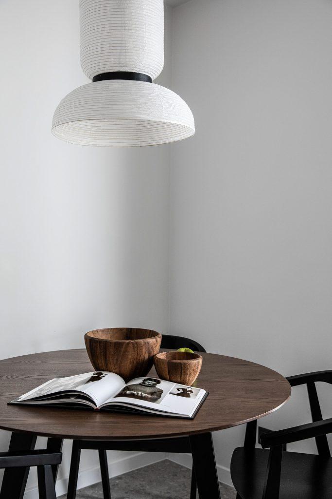 Изумрудный минимализм: интерьер квартиры площадью 40 м² в насыщенной палитре