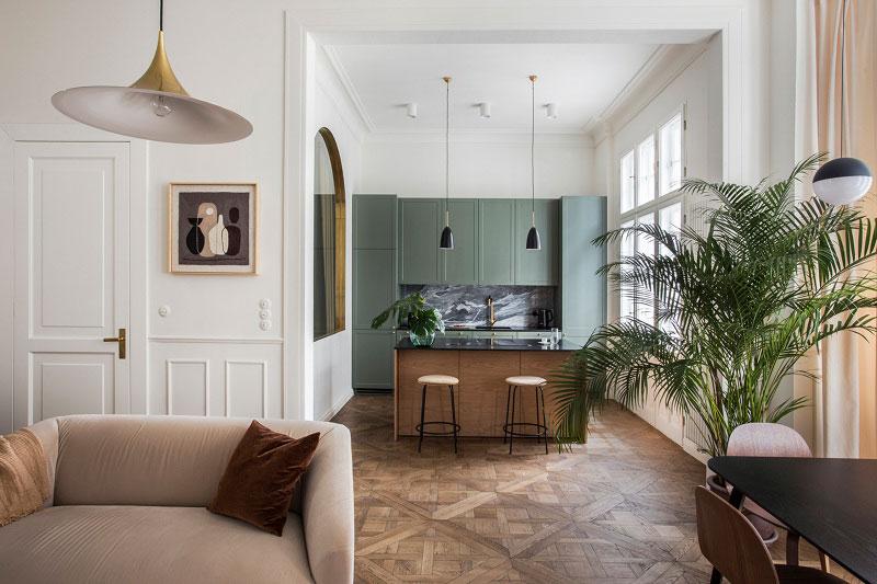Современность и история: современный интерьер квартиры площадью 86 м² здании с историей