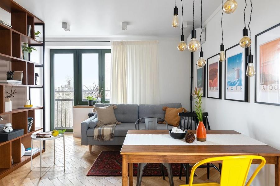 Больше цвета: жизнерадостный интерьер квартиры площадью 30 м² в скандинавском стиле