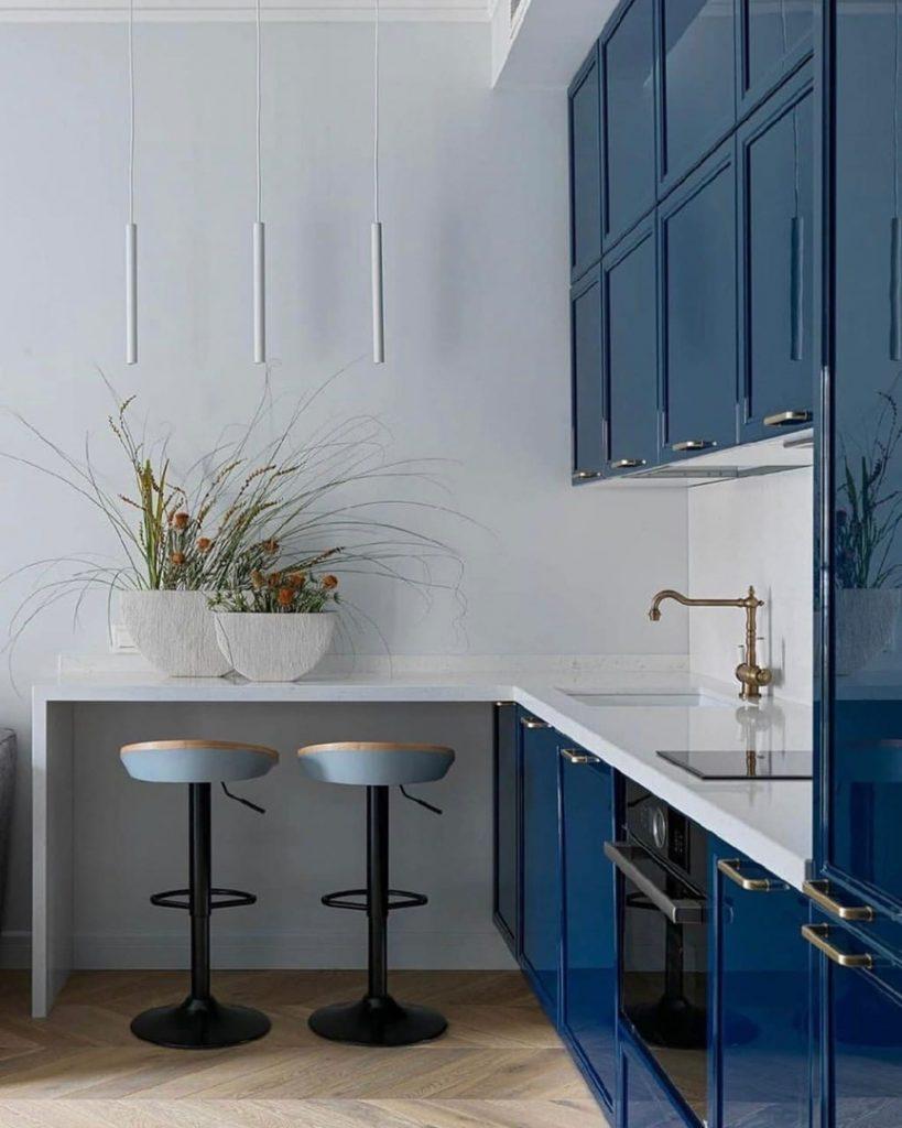 Жизнь в цвете: очень красивый интерьер однушки площадью 30 м² в голубой палитре