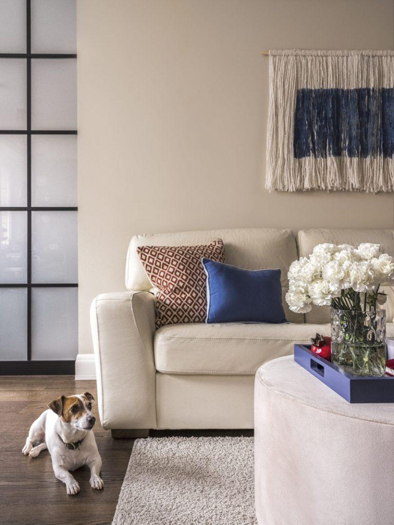 Трансформер: трансформирующийся интерьер квартиры площадью 45 м² со стеклянными перегородками
