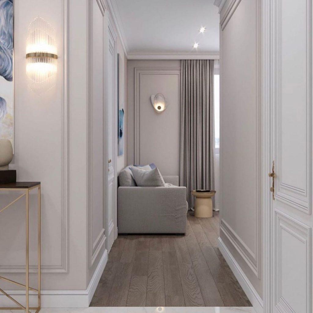 Элегантный белый интерьер однокомнатной квартиры площадью 42 м² с традиционной планировкой