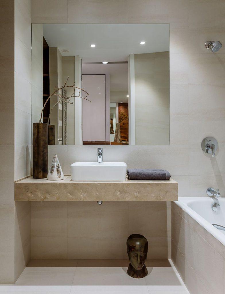 Идеальный квадрат: стильный современный интерьер квартиры площадью 48 м² с квадратной планировкой