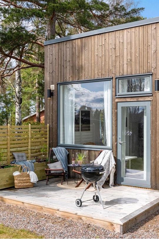 Идея для дачи: крошечный стильный дачный домик площадью 21 м²