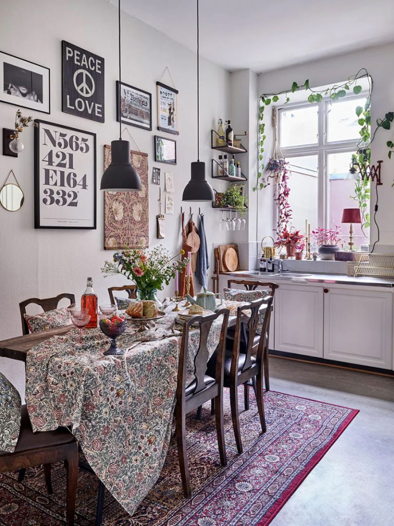 Цветочные мотивы и винтаж: богемный скандинавский интерьер в шведском Хальмстаде