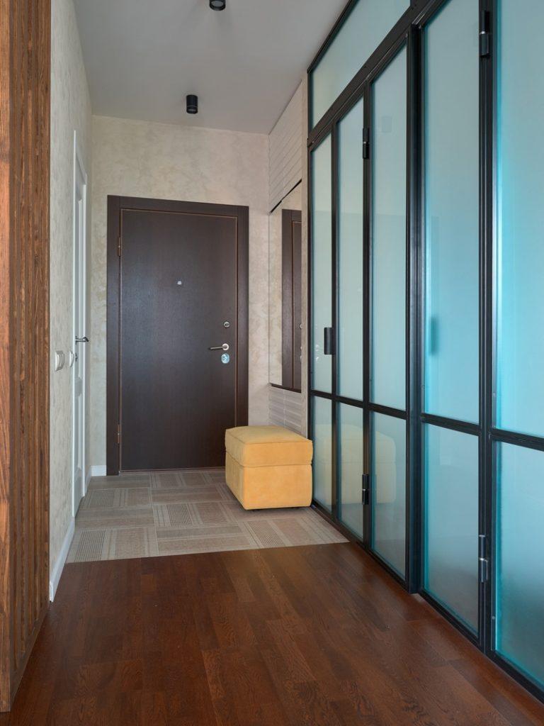 Сочетание голубого и желтого: интерьер однокомнатной квартиры площадью 34 м² в жизнерадостных тонах