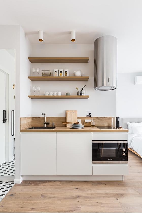 Особенности зонирования: кухня в коридоре студии