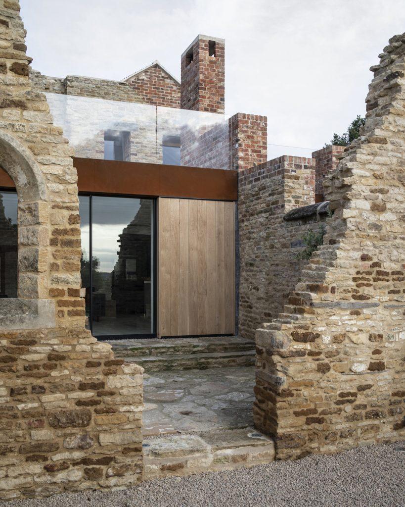 Минимализм и викторианская архитектура: красивая реконструкция старинного поместья
