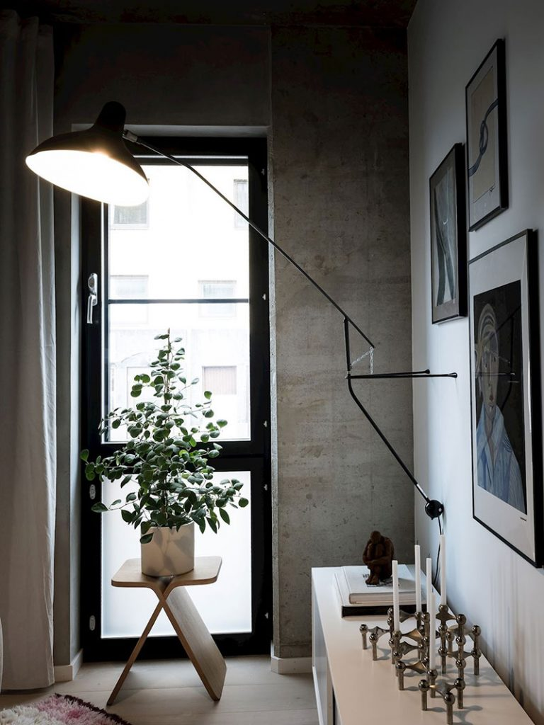 Просто бетон: стильный скандинавский интерьер с бетонными стенами и потолком площадью 38 м²
