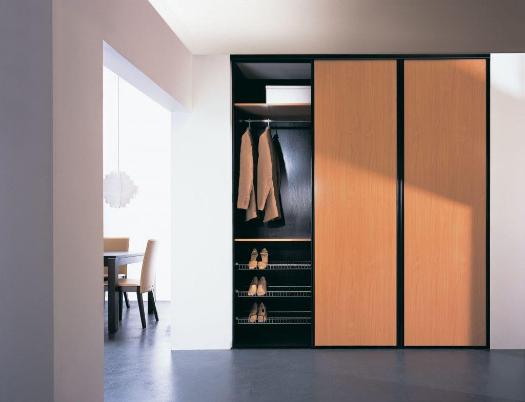 Как выбрать стильный и функциональный шкаф купе в прихожую?