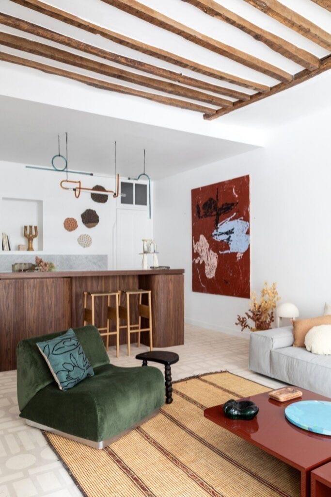 Интерьер апартаментов в Париже с элементами стиля рустик